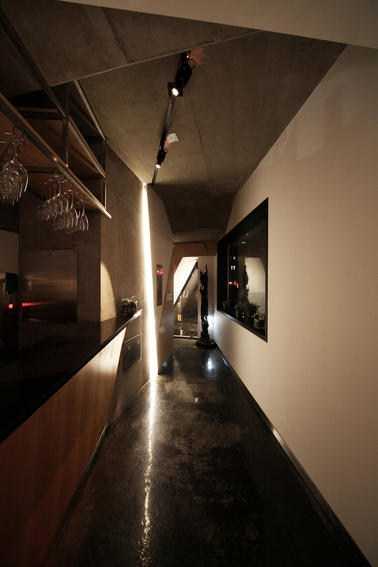 Photo-26-interior-night-04.png