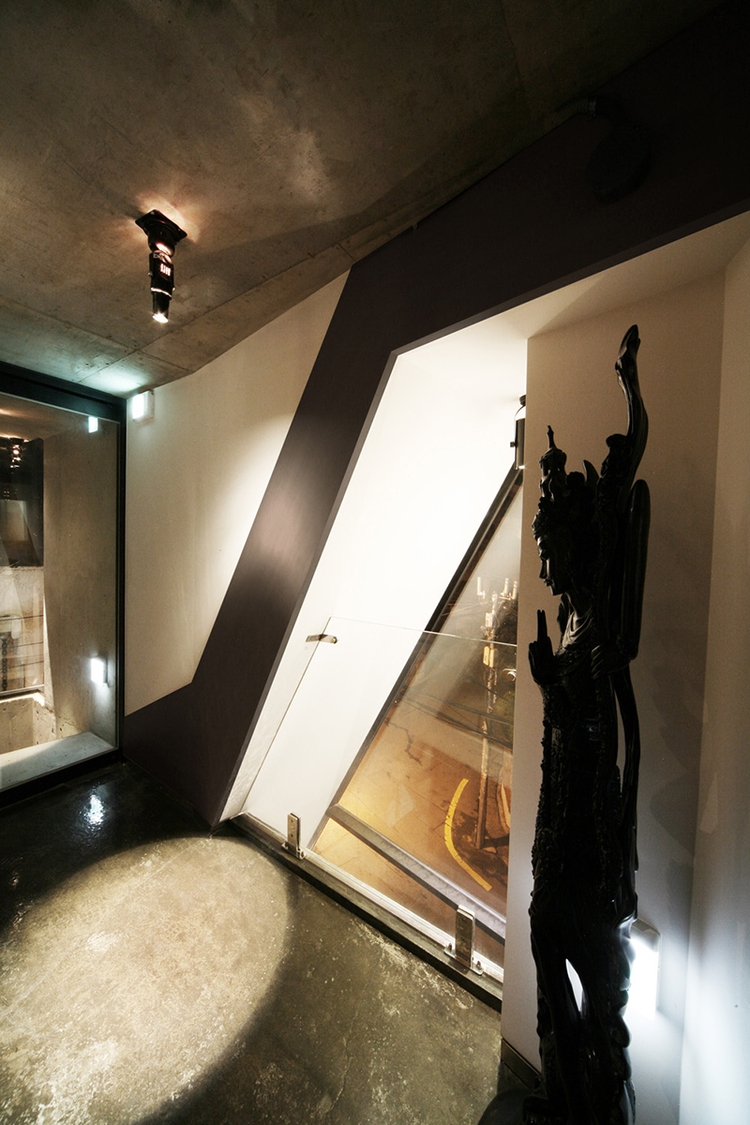 Photo-27-interior-night-05.png