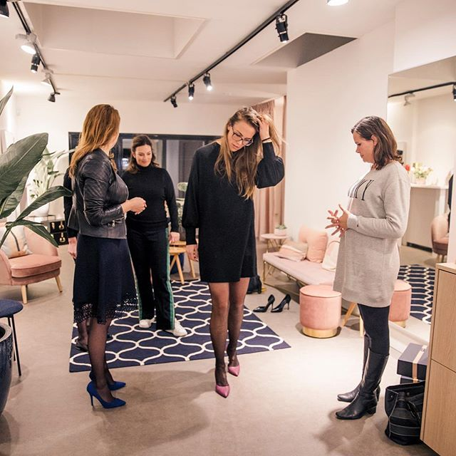 After telling women the story of @linjashoes they can't wait to experience the unique comfort themselves ✨ Women light up with the right pair of heels, make up, dresses and accessories 💫 Stop by in the store if you are curious as well to experience and see what we can do for you 💃🏻😃😊 #HOUSEofARTISANS . Thank you @imtiazwillems for the photo's ❣️ . . . #amsterdam #shoplocal #womensfashion #boutique #heels #handbags #scarves #sportswear #jewerly #dresses #denim #madeforwomen