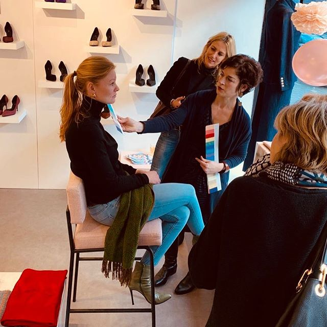 Tonight at our Valentine event we will have stylist Tammy Parrish of @clothingcompass who will show which colors are the best for you and many other tips & tricks ✨ #HOUSEofARTISANS . . . #amsterdam #shoplocal #womensfashion #boutique #heels #handbags #scarves #sportswear #jewerly #dresses #denim #madeforwomen