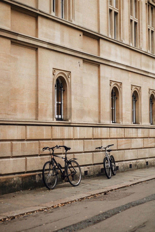 A CITY GUIDE - CAMBRIDGE;