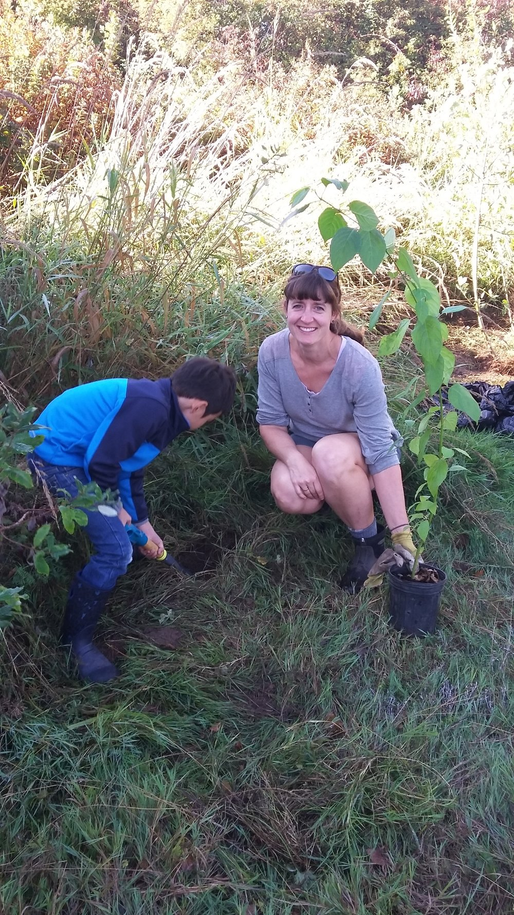 Planting riparian species at Somenos Creek - Photo by Elizabeth Aitken