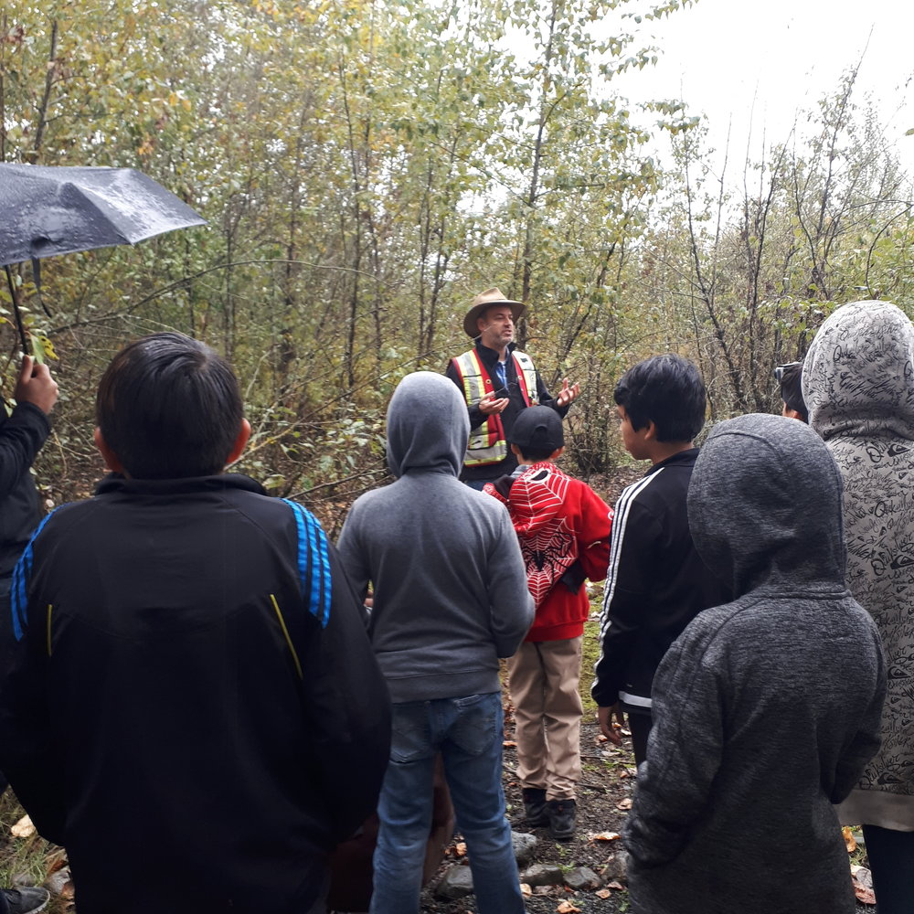 Students learn about aquatic ecosystems from biologists Dr. Dave Preikshot at WildWings 2018 - Photo by Nejma Belarbi