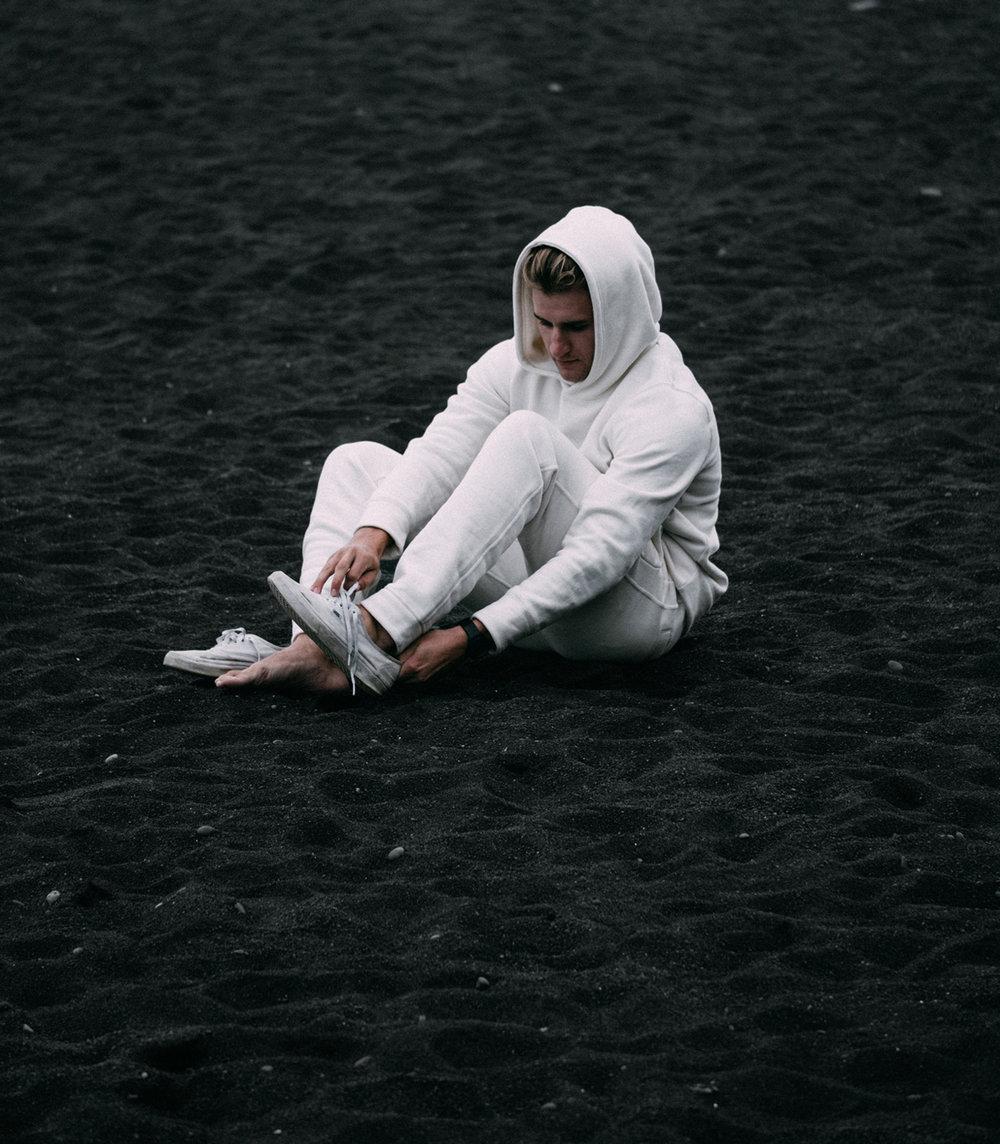 chill-hoodie-bl-sand.jpg