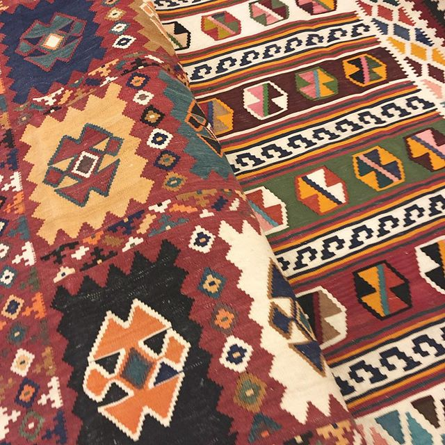These old Kelim Gashghai are filled with love and history. The Gashghai nomads live in the south of Iran. Their rug motifs and patterns origin from spontaneous ideas and very personal experiences they process in their work. Can you see it? 💕 . . . #vintagerugs #modernrugs #handmade #orientalrugs #persianrugs #persiancarpets #ruglove #ruglovers #handemaderugs #interiorlove #interiorinspo #ruginspo #ipekcarpets