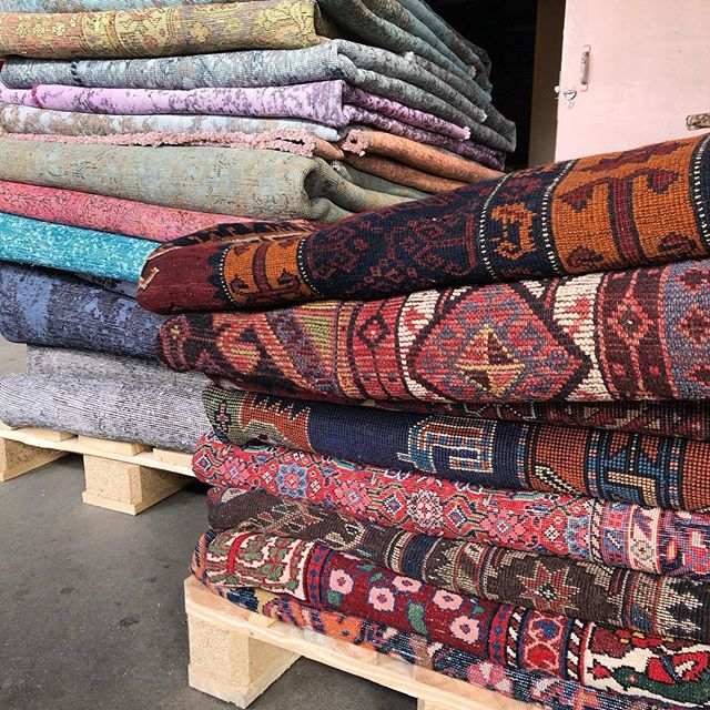 Hello Monday ☀️ Time to ship some of these beauties out ⛴ . . . #ruginspiration #vintagerugs #nomadicrugs #modernrugs #handmade #orientalrugs #persianrugs #persiancarpets #homedecor #interiordesign #interior #interiorinspo #ruginspo #ruglove #ruglovers #handemaderugs #interior-love #interiorinspo #ruginspo #ipekcarpets