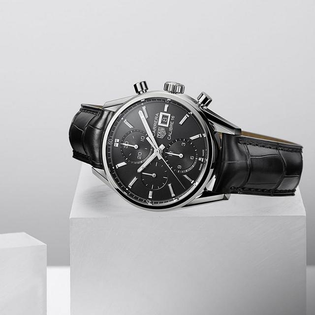 TAG HEUER - TAG Heuer är en schweizisk klocktillverkare som grundades redan 1860. Sedan 1985 heter varumärket just TAG Heuer, efter att Heuer köptes upp av TAG Group.