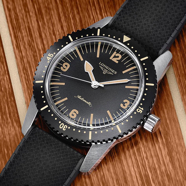LONGINES - Klocktillverkaren Longines grundades i Schweiz 1832 och är starkt förknippade med idrottsevenemang och fanns redan vid det första olympiska spelet 1896 med som officiell tidtagare.