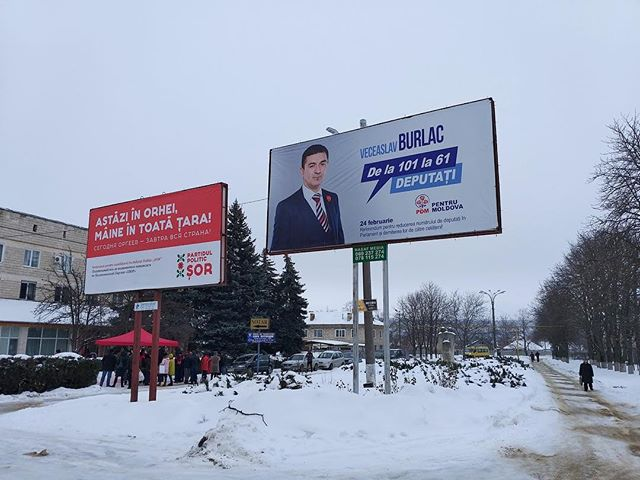 IRI's long term observers have seen billboards advertising parties and candidates across Moldova. These billboards are for the Democratic Party of Moldova (PDM) and Sor Party.