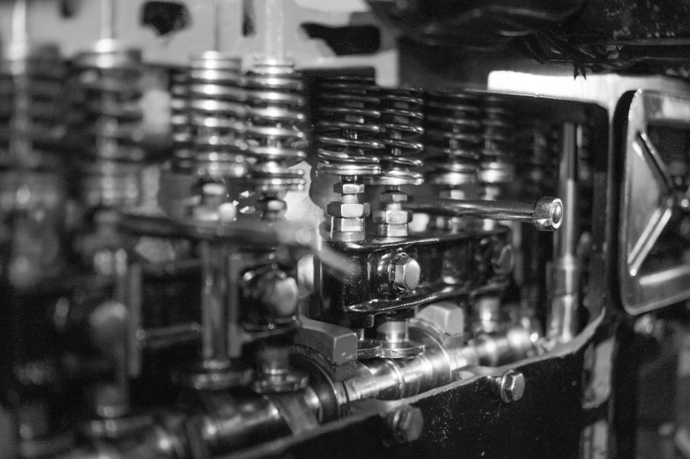 black-and-white-bolts-engine-38920.jpg