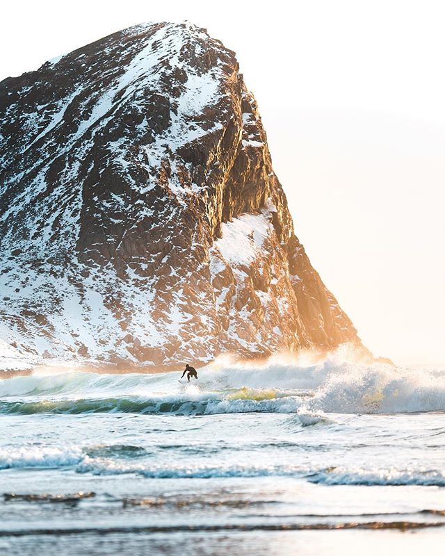 Golden hour arctic surf🏄🏻♂️ D850 | 70-200mm | 1/1250 | F/3.2 | ISO 100