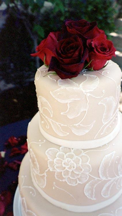 ingrid-fraser-cake-cake-white-redrose.jpg