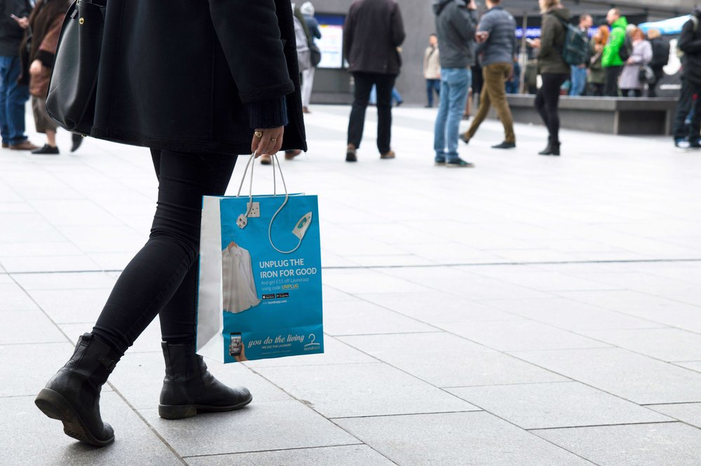 A new way to reach millions - We've partnered with 2,000 stores across London who hand out our bags free of charge. Between them, they can circulate 1 million bags a week. With an average of 93 impressions per bag, that's 186 million impressions every fortnight.
