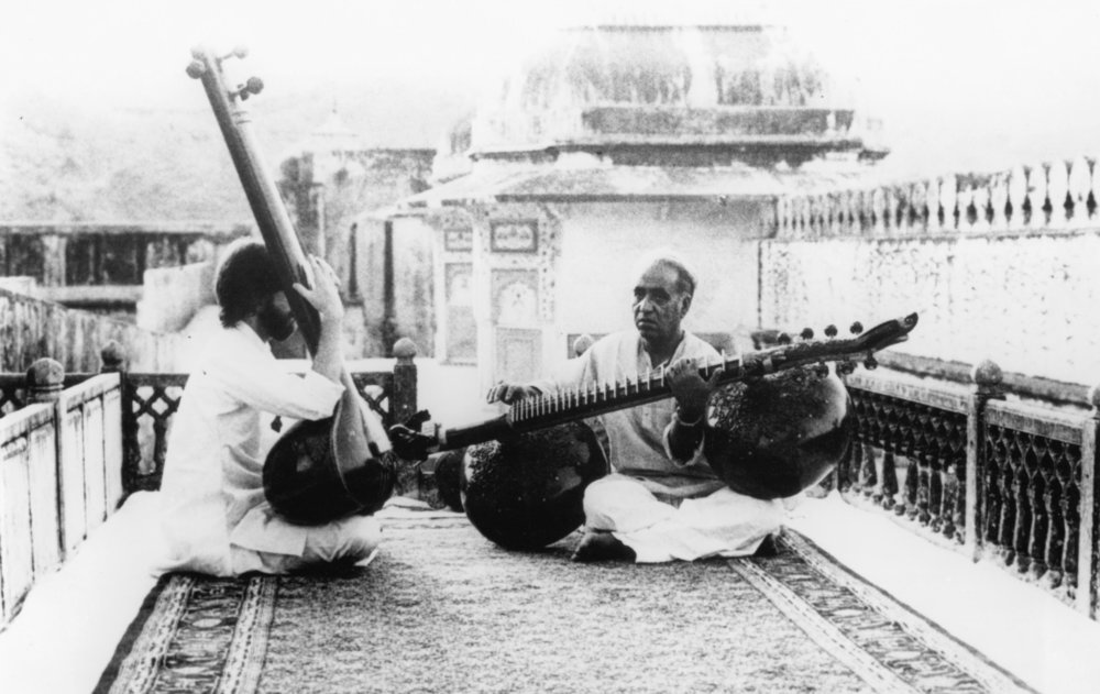 Ustad Zia Mohiuddin Dagar teaching a western student (from Dhrupad film by Mani Kaul 1982)