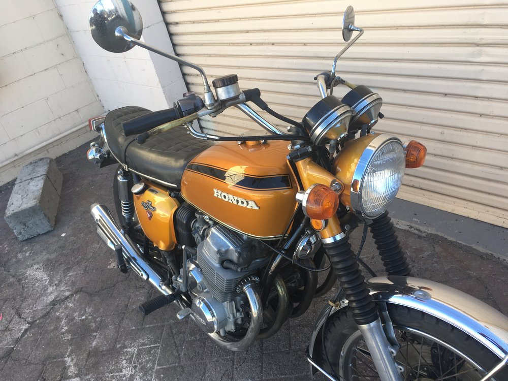 (Close Up, Front Right) 1971 mostly Stock (Gold) Honda CB750.jpg