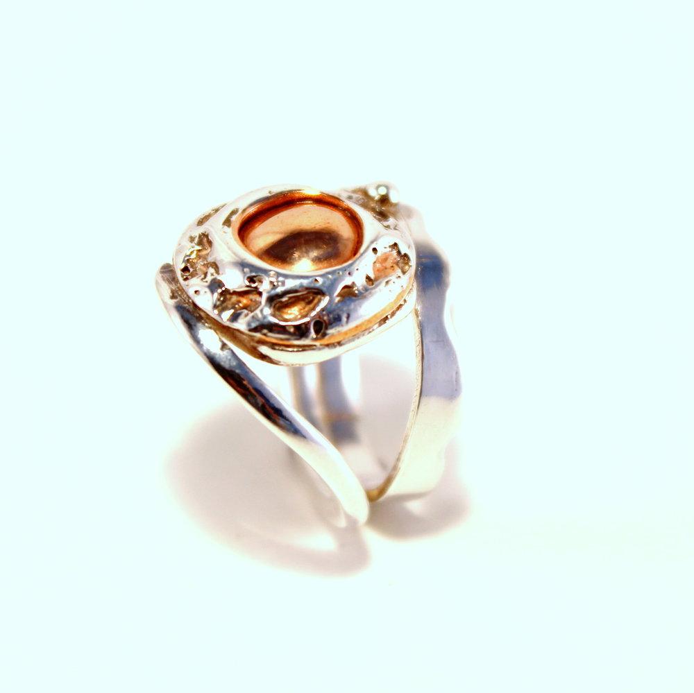zilveren ring met koperen bol