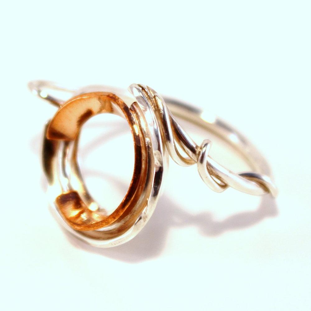 zilveren ring met koperen open holle vorm