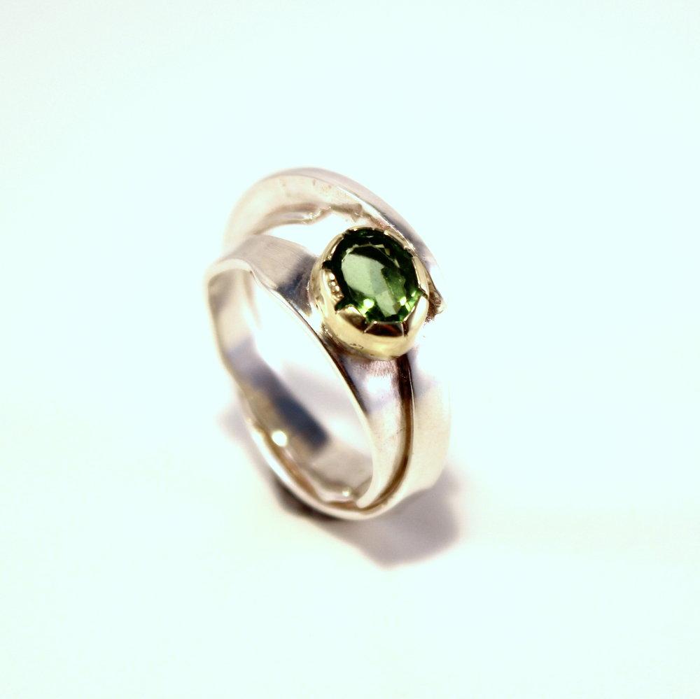 zilveren ring met goud en facet geslepen toermalijn