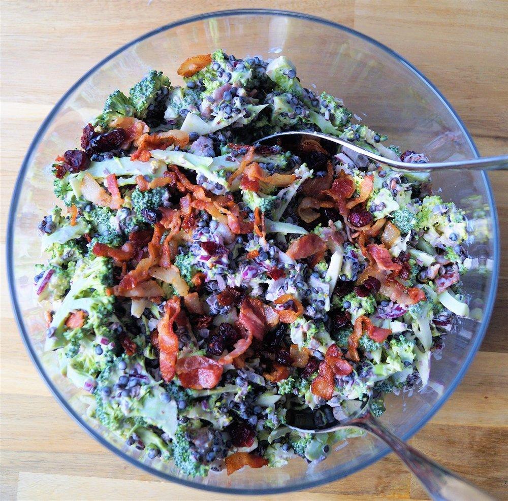 brokkolisalat med bacon og linser.jpg