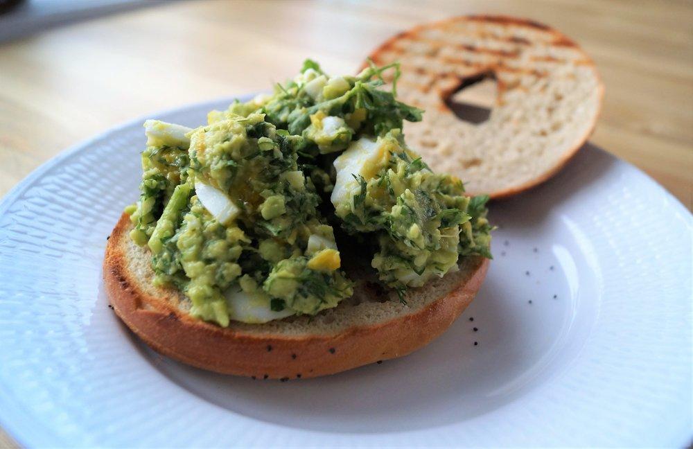 oppskrift bagel med avokado og eggelsalat.jpg