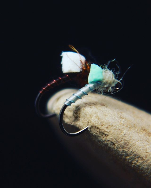 Playing around with foam... • • • #confidenceflies #tyingflies #emerger #jighooks #flyfishing #tyingflies #fliesforsale