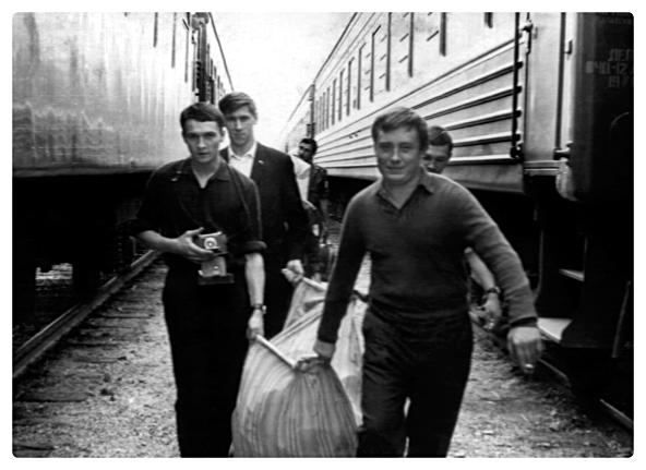 Jan Palach (primo da sinistra) nel 1967. Dall'archivio del fratello Jiří.