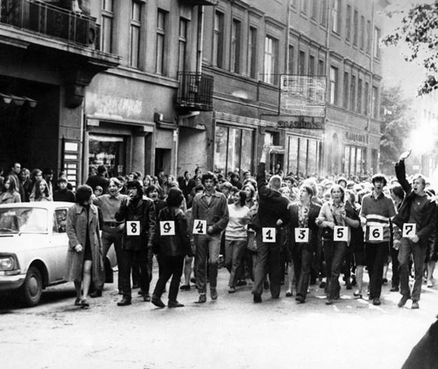 Una manifestazione a sostegno di Romas Kalanta a Kaunas, pochi giorni dopo la sua auto-immolazione | Lithuanian Special Archives.