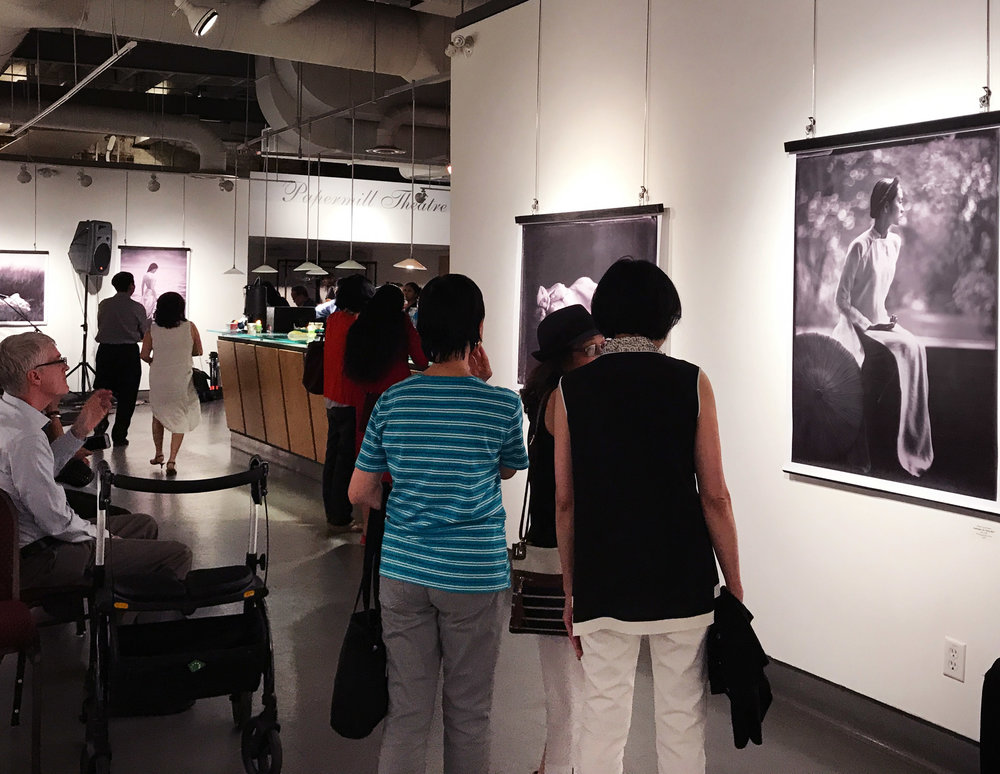 ao trang exibition opening night 15.jpg