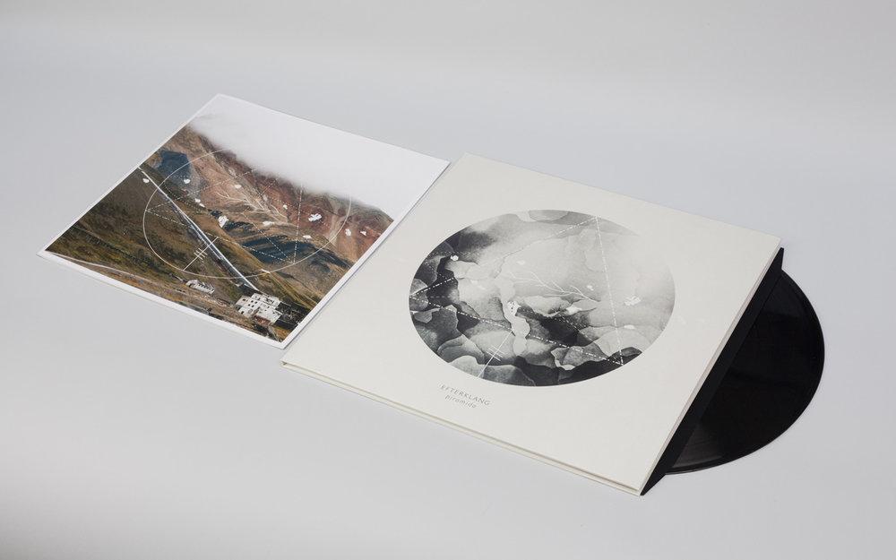 Piramida-Vinyl-01-1400px.jpg