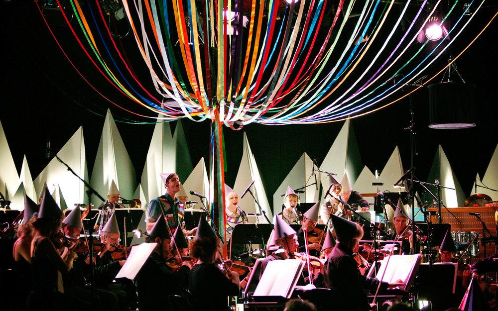 PerformingParades-Show2-1400px.jpg