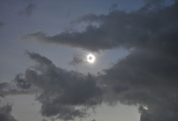 Figure 6-2: A cropped image of a total solar eclipse taken with a DSLR and a 55mm lens at ISO1600, f/4, and 1/15s shutter speed. Image credit: Romeo Durscher/NASA Goddard.