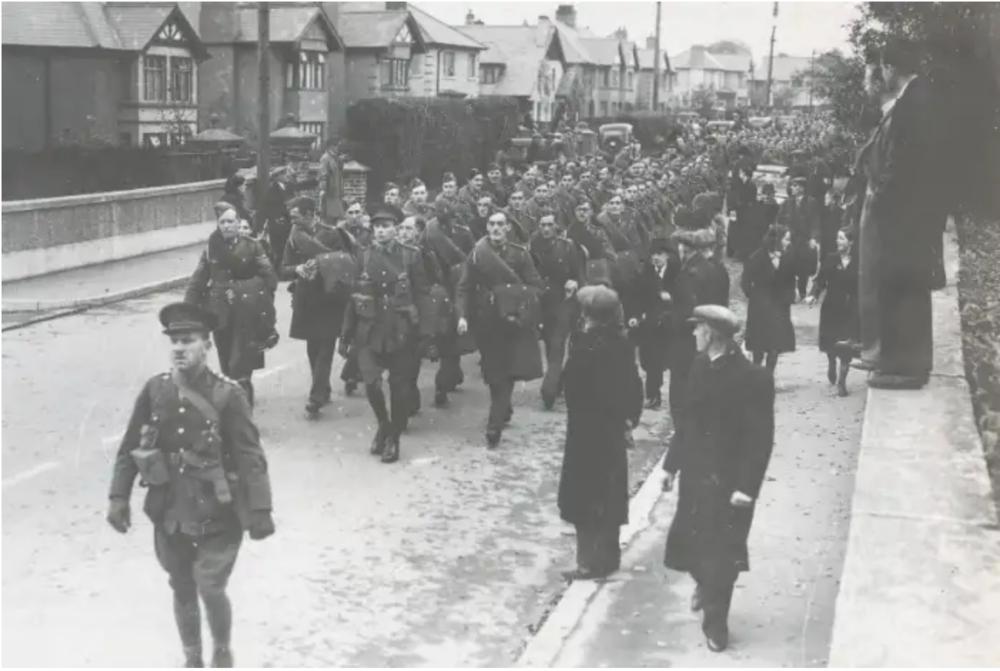 U.S. Troops arrive in Derry