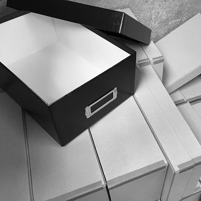 New Arrival : The Photo box. Available in black & grey.