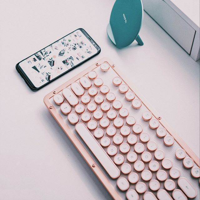 📱💻Two things that I use every single day. 😎  What are your favorite work items that you can't live without?  Oh, make that 3 things!!! ---  🎶🎶🎶🎶 Music!