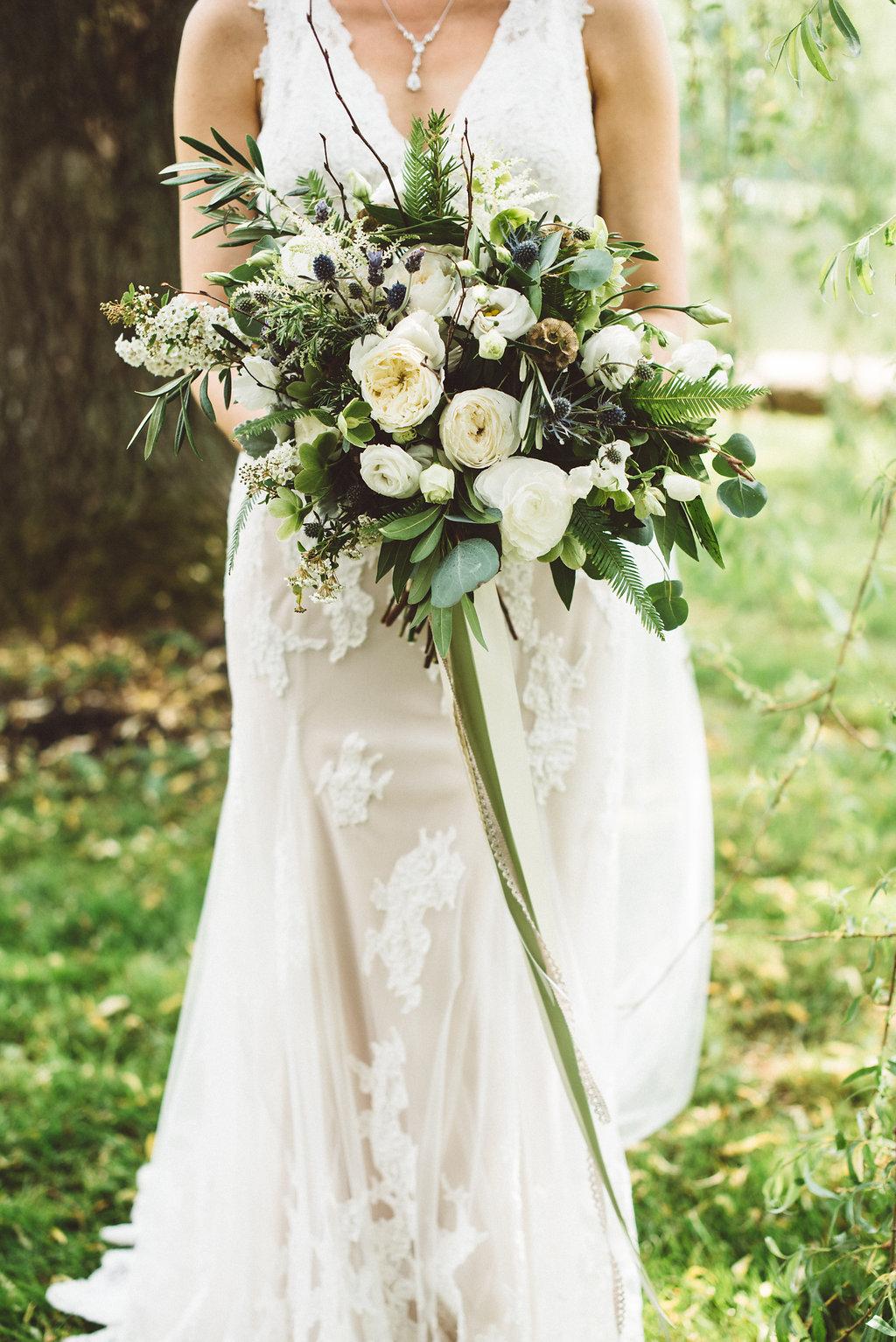 Photo: Suruzan Photography, Floral: Molly Taylor and Company