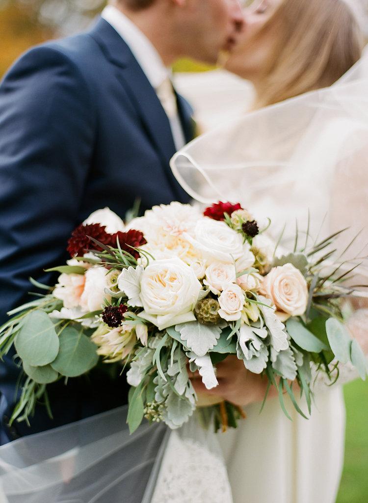 Photo: Lane Baldwin Photography | Floral: Fair Rarity Flowers