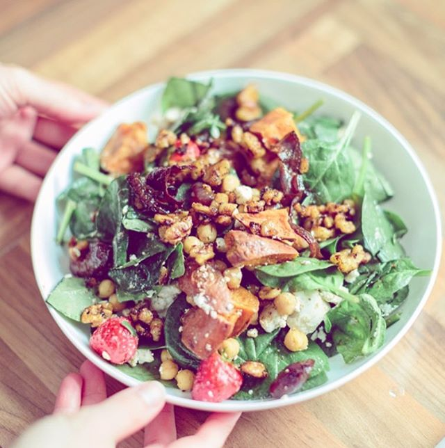 CARAMELISED WALNUT, ROASTED SWEET POTATO & CHICKPEA SALAD 🌱| Are you stuck for lunch ideas & sick of eating the same thing every day? Registered dietitian @tcnutrition has shared this delicious recipe with us over on our Resources Lounge, which is super quick to make, high in fibre, (most people in the UK do not achieve the recommended 30g a day) and packed with a variety of nutrients. For the full recipe, head over to our website - link in bio. ☝🏼☝🏼   #recipe #vegetarianrecipes #vegetarian #plantbased #eatmoreplants #plantbasediet #nutritiousrecipe #nutritiousfood #nutritiongoals #balancedplate #saladrecipe #fibre #healthylunch #lunchideas #healthylunchideas #saladrecipe #whatnutritionistseat #highfibre #plantprotein #nourishyourbody #nutrientdense #makesmewhole #chickpeasalad #healthyfats #foodinspo #veganeats #flourisheventsco #rhitrition