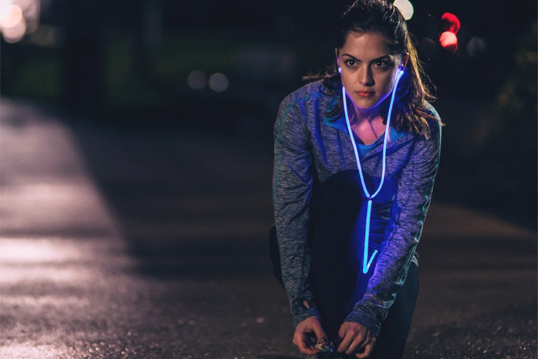 glow-the-first-smart-headphones-with-laser-light-1