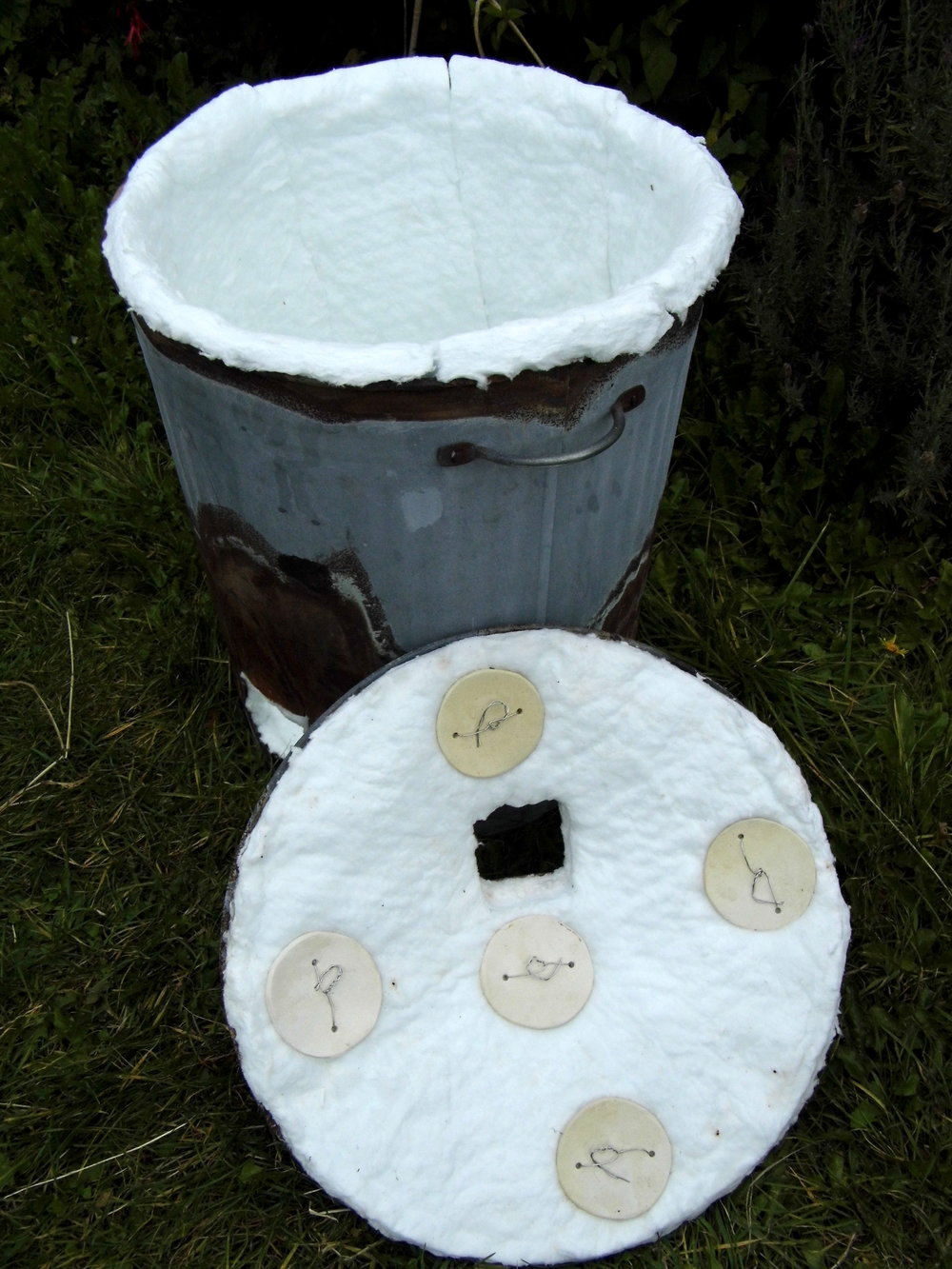 5. Strips of ceramic fibre are cut to line bin vertically, they will hold themselves in place without any fixings. Also cut a disc of fibre to line inside the base of the Raku kiln.