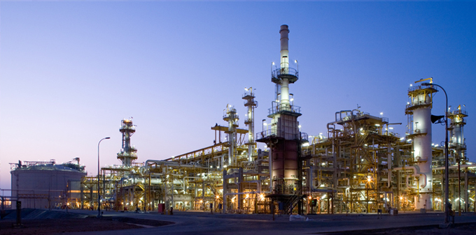 Train 1 of the Yemen LNG plant at night -  http://afaq.total.com/afaq2/desc.aspx?AId=15&issue=4