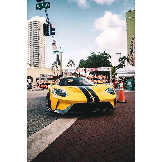 Crappy photo, but you get the point #ford #gt #fordgt #exoticsonlasolas #miami #fortlauderdale #palmbeach #dragtimes - - - #itswhitenoise #amazingcars247 #carswithoutlimits #lamborghini #huracan #gtr @black_list #aventador #car #bugatti #carlifestyle #blacklist #ferrari #carsofinstagram #auto @hypebeast #instaauto #carsofig #carsofinsta #supercar #hypercar #dreamcar #supercars #getoutanddrive @amazingcars247 @itswhitenoise @bl_amir
