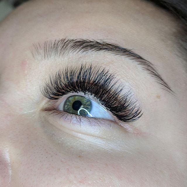 Look at those voluminous lashes 😍 #getthegoods