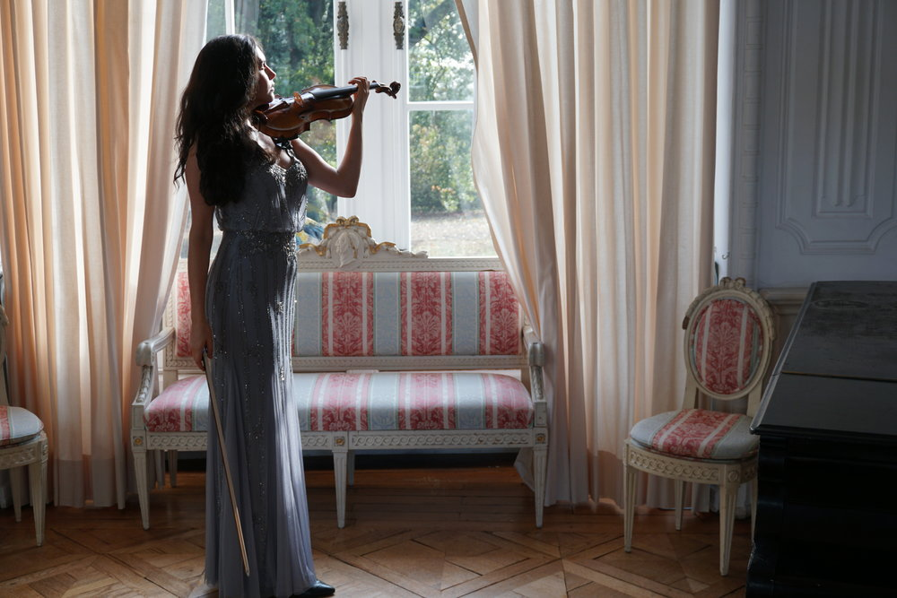 Lelie´s recordings and her YouTube Channel, in which she performs a large variety of virtuoso classical pieces and soundtracks, gives an impressive insight into her work as a top performing violinist. -