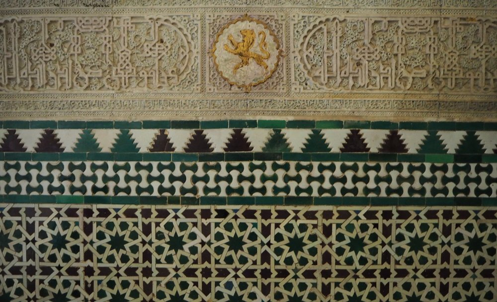 amid the Islamic art and architecture, the Spanish rulers wanted to insert reminders that it was a Christian palace and not a muslim one - this was done by adding the coat of arms of castile and leon into wall mosaics and floor tiles.