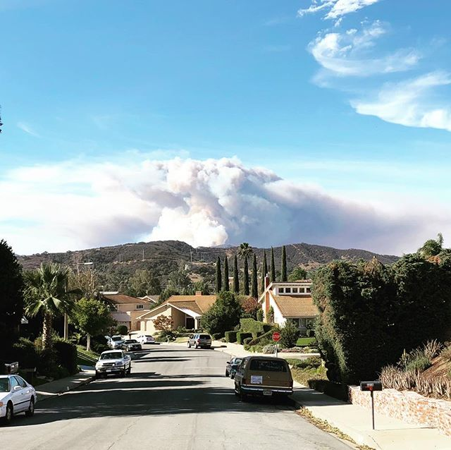 Just when we thought we were out of the woods, the fire started creeping back toward Lake Sherwood #westlakehills #lakesherwood #woolseyfire