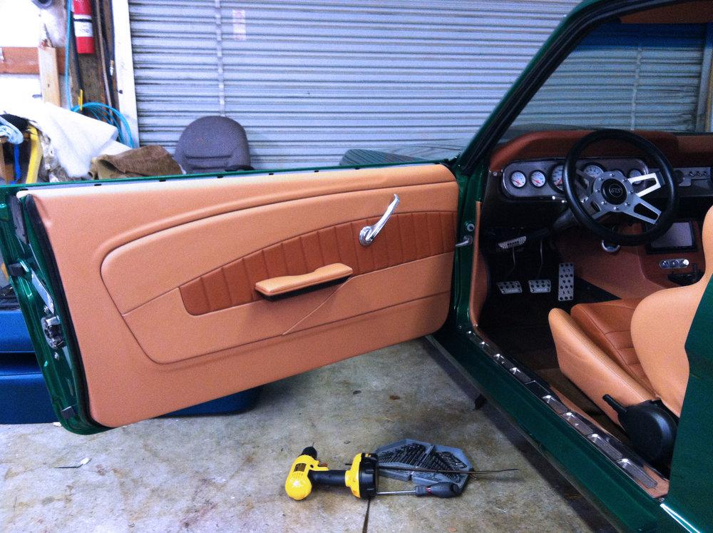 Green Mustang - Custom door panel - tan leather
