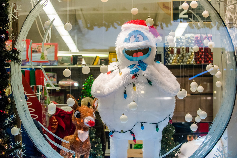 Shopping - Merchants will be open as normal during Winterfest and several are extending their hours for Open House