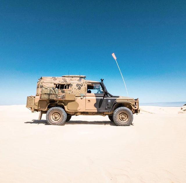 What a great photo by @rustydefender of his RFSV in South Aus👌🏼👌🏼 Ivan has had his Robco Canopy for 12 years & still going strong! 🦎💪🏼 He's off to Uluru on the next adventure, where are you going to next on the map? 🗺☀️🌏