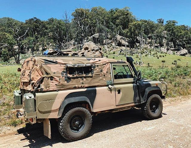 Our standard GS Canopy with zips & mesh added to windows 🦎👍🏻 Adding zips reduces fumes, dust and flapping! 👏🏻👏🏻 @perentie.gs #perentie #perentie110 #australianmade #4x4 #robcoproducts #landy #landrover #adventure #camping