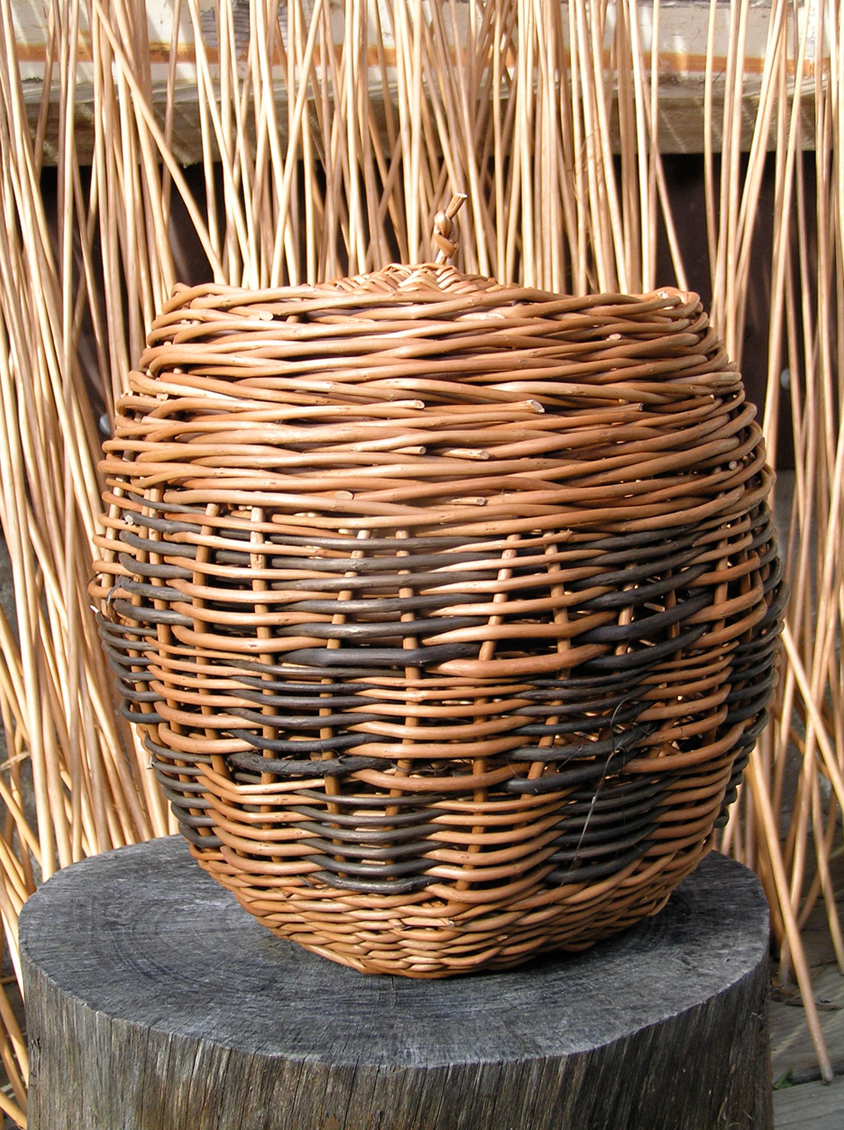 Decorative basket with lid